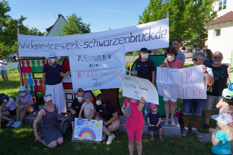 Eine lautstarke Demonstration lehnte die ICE-Baupläne ab. Foto: NP